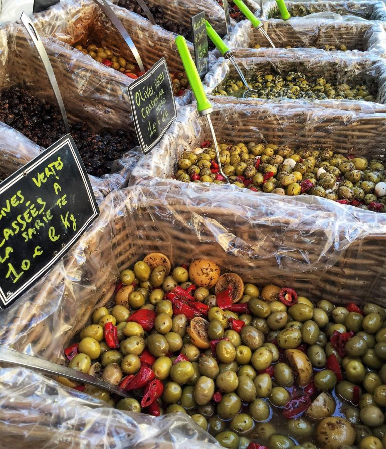L'Isle-sur-la-Sorgue you will find a lively twin antique and food market. The Sunday (and Thursday) antique market is rated as one of the largest in Provence and best in France (second to Paris).