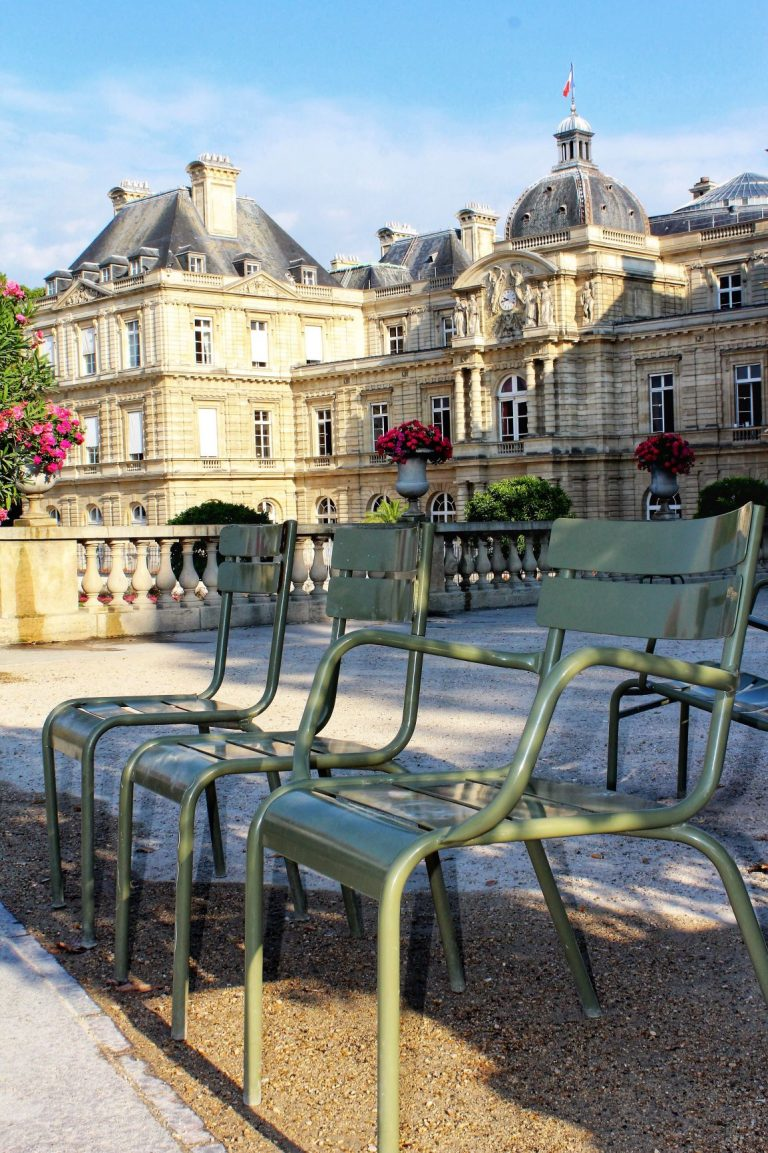 Relaxing in Paris's Most Beautiful Park | Jardin du Luxembourg | www.DreamPlanExperience.com