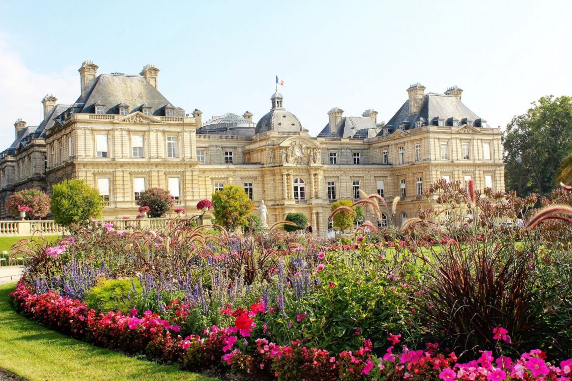 Relaxing in Paris's Most Beautiful Park | Jardin du Luxembough | www.DreamPlanExperience.com