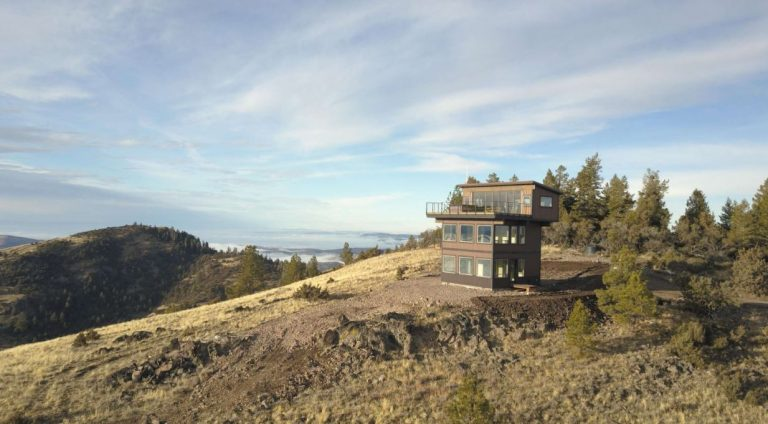 Stay at the Tower House in Mitchell Oregon, USA | Best Airbnb Properties Around the Globe