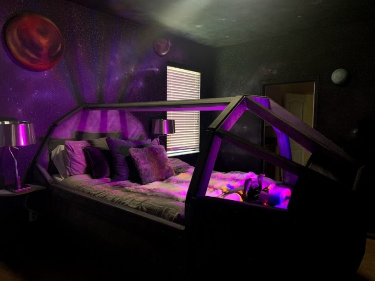 Stay at Twelve Parsecs a Star Wars themed home in Davenport Florida, USA | Best Airbnb Properties Around the Globe