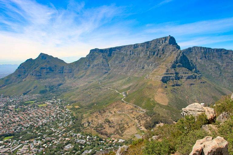 Cape Town is one of the most beautiful cities in South Africa and a fantastic place to travel to. Located on the spectacular Atlantic Ocean coastline, surrounded by the stunning mountain range and picturesque vineyards.