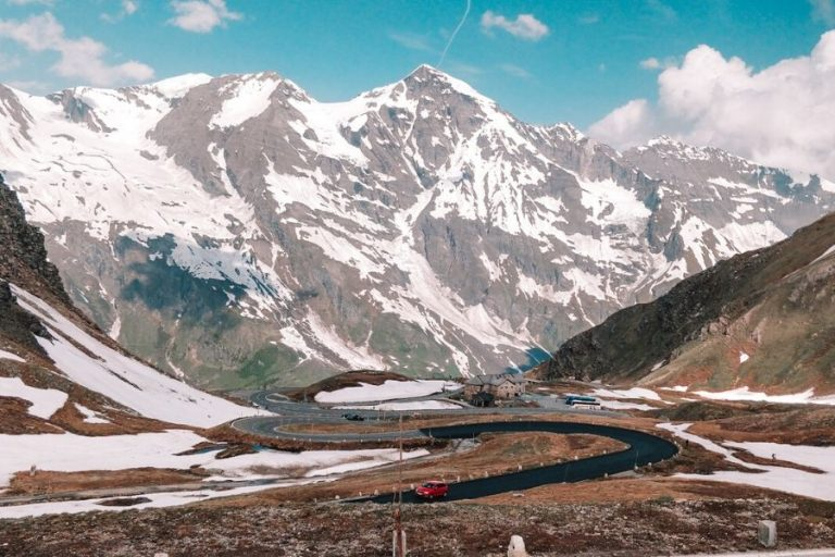 One of the highest and the most beautiful alpine roads in Austria and Europe, Grossglockner, connects Salzburg in the north to Carinthia in the south.