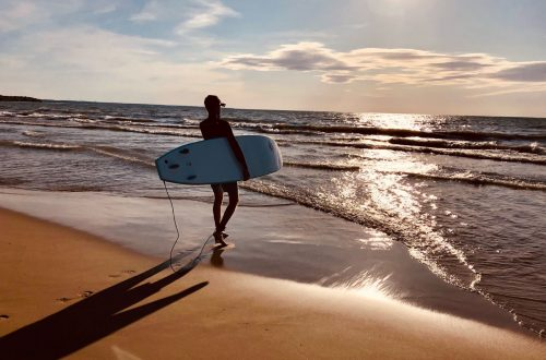 Sauble Beach sits on the shores of Lake Huron in Ontario. These are the best Airbnb properties to choose your beach stay. #SaubleBeach #BeachStay #OntarioAirbnb