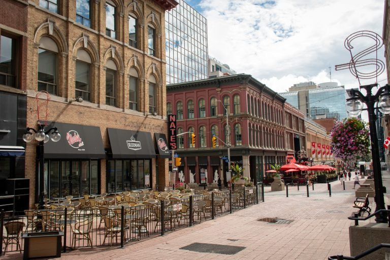 Stroll down Sparks Street | The 10 Best Things to Do in Ottawa | www.DreamPlanExperience.com