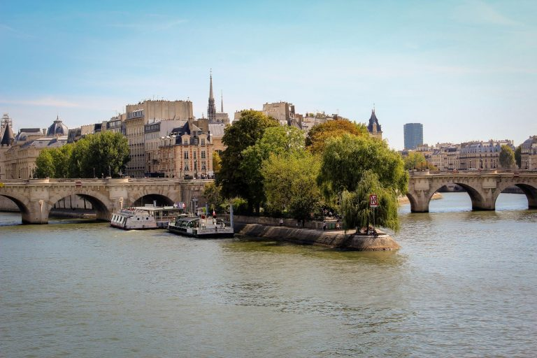 Wandering around Île Saint-Louis or Île de la Cité feels like you are taking a holiday from the rush of Paris. Both are two natural islands sitting in the middle of the Seine with the left and right banks on either side.
