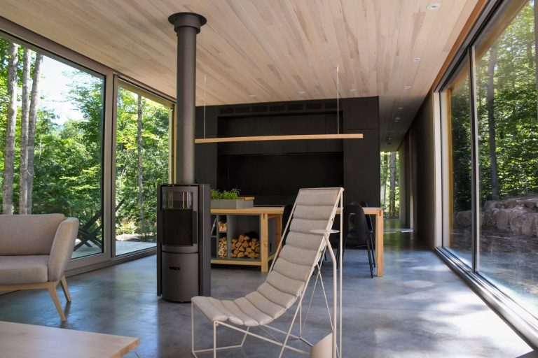 Hinter House features all the benefits of modern design while connecting with the simplicity of its natural surroundings. | Escape to the Hinter House in The Laurentians, Canada