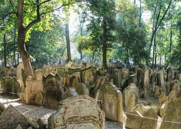 The Old Jewish Cemetery | A Guide to Prague's Historical Quarters: Jewish Quarter | www.DreamPlanExperience.com