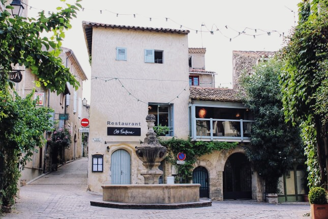 This very small, quiet village, situated above the Nesque valley full of cherry trees, is believed to be one of the oldest villages. It is well-preserved and is definitely a must-see for all history buffs.