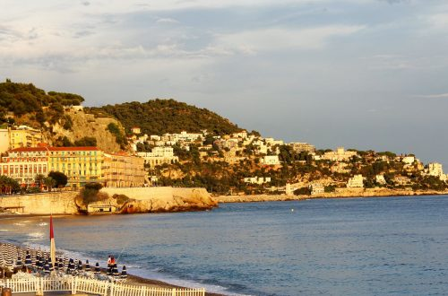Nice (France) a beautiful city in the French Riviera that has so much to see and do #France #Nice