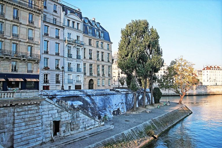 The Perfect Escape While in Paris France is to visit Ile Saint-Louis | www.DreamPlanExperience.com