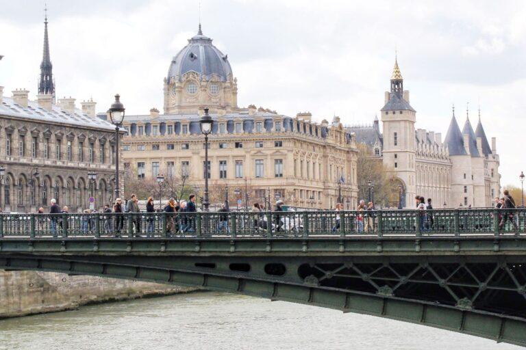 Île Saint-Louis is connected to the rest of Paris by four quays and five bridges.