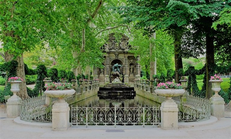 Relaxing In Paris' Most Beautiful Park | Jardin du Luxembourg | www.DreamPlanExperience.com