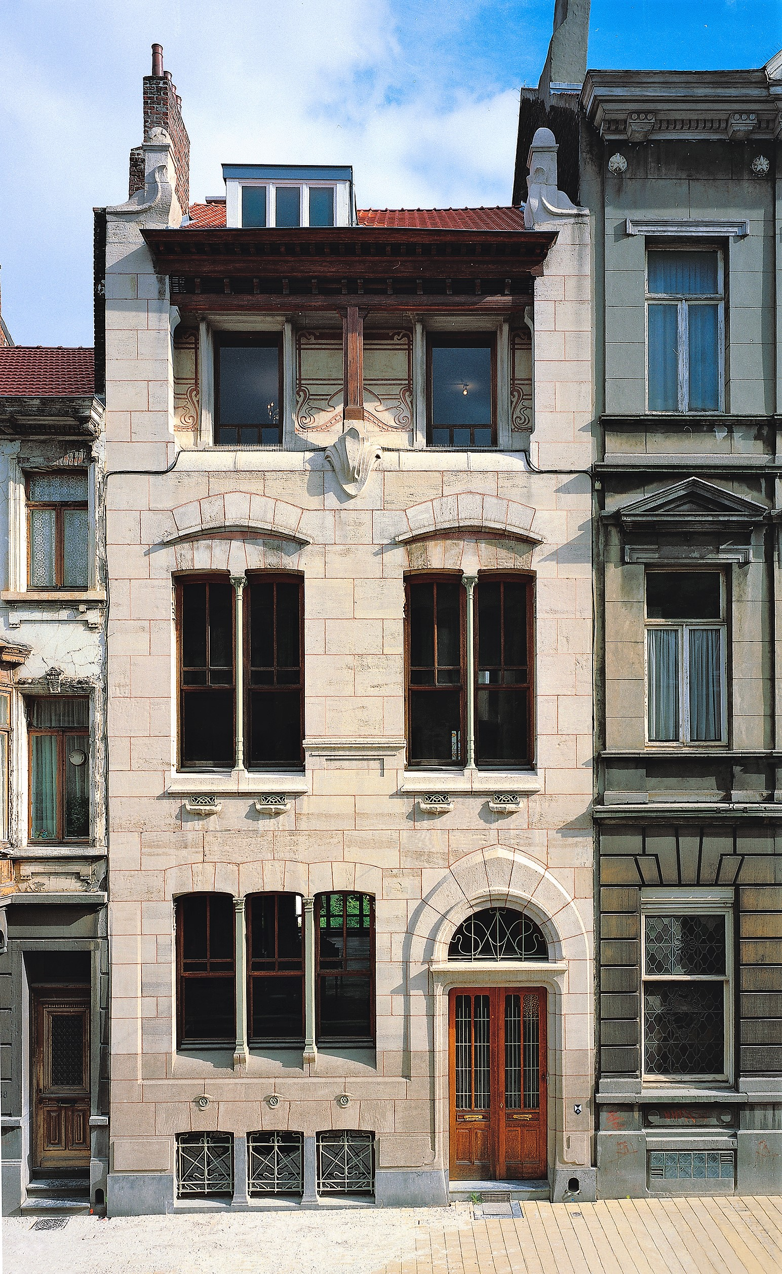 Autrique House can be found in Brussels, Belgium. This was the first house designed by Victor Horta in 1893.
